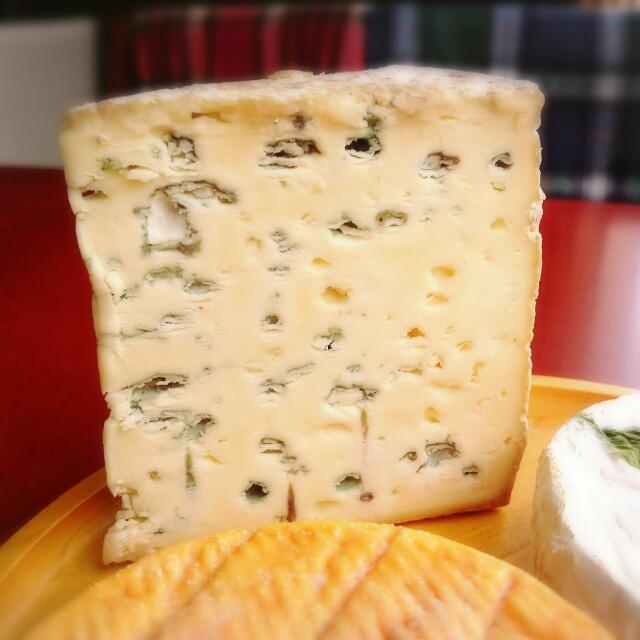 「江丹別の青いチーズ」入荷しています
