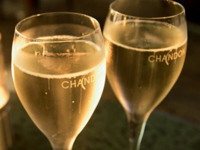 乾杯のスパークリングワイン2杯つき